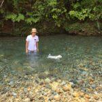 板取川で大福と泳ぐ